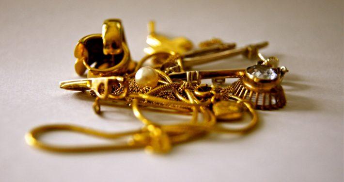 Goud oplichters bij juwelier Janki in Grou