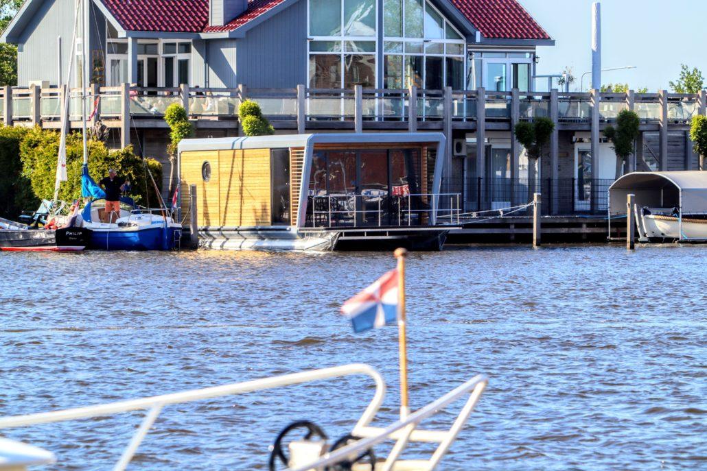 Houseboat bij Jachthaven de Oerhaal in Grou