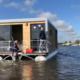 Houseboat arriveert in Grou