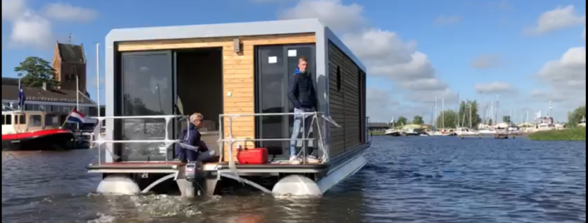 Houseboat arriveert in Grou