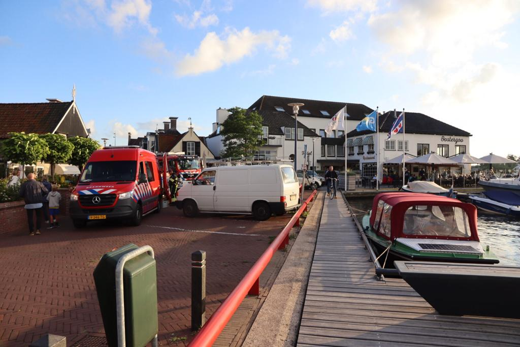Veel brandweer aanwezig bij brand in afzuigkap Hotel Oostergoo