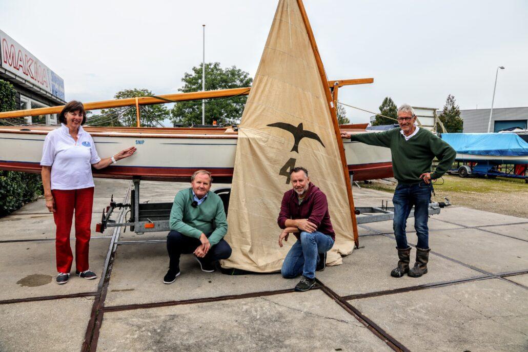Het bestuur van Stichting Valkenkring Grou bij BruynzeelValk 4