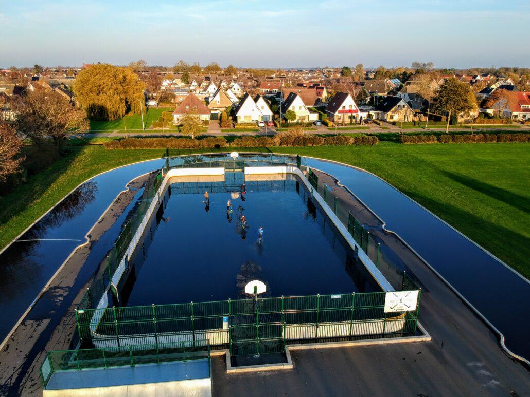 Skatecourt Grou onder water