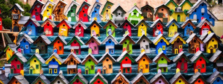 Kleurrijke Nestkastjes in Grou