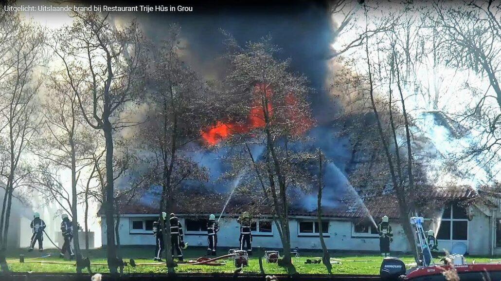 De brand bij Restaurant Trije Hûs. Videostill: Omroep LeoMiddelsé
