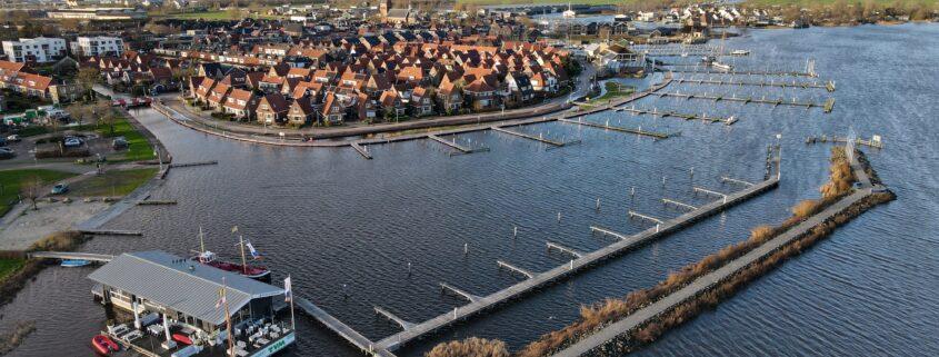 Grou omringd door water. Dronefoto: Press4All