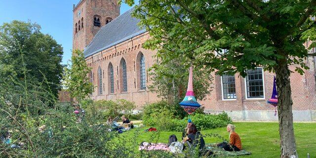 Doarpspicknick rondom de Sint Piter. Foto: Organisatie