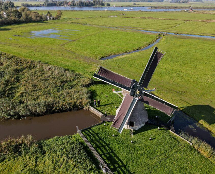 Dronefoto Borgmolen op eiland de Burd nabij Grou